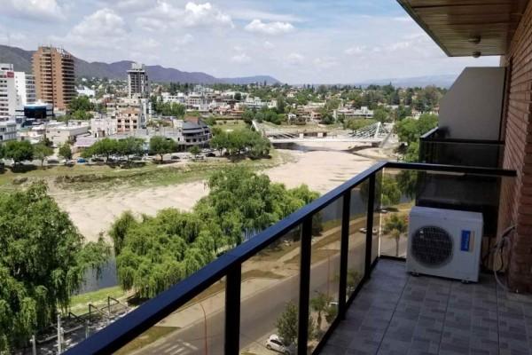 Departamento 2 dormitorios, 2 baños de categoría con excelente vista, pileta, SUM, seguridad, balcones en todos los ambientes, cochera para un auto