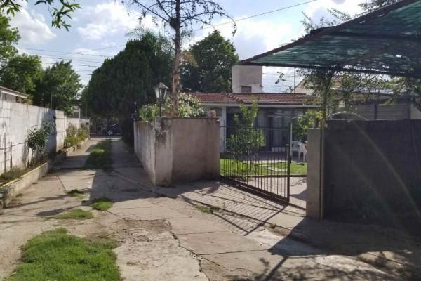 Casa con 2 departamentos con entrada independiente