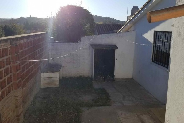 Casa Barrio Manantiales 2 dormitorios dos baños, cocina comedor cochera patio