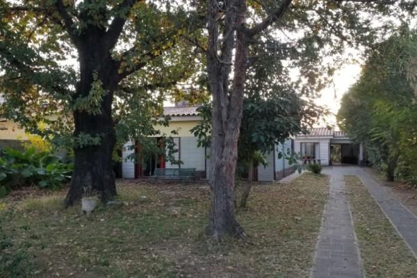 Dos Casas en Villa Carlos Paz una de Dos Dormitorios y Una de Uno cerca del centro